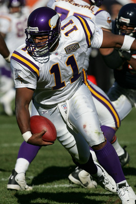 CHICAGO - OCTOBER 16:  Daunte Culpepper #11 of the Minnesota Vikings rolls out to evade a sack by the Chicago Bears on October 16, 2005 at Soldier Field in Chicago, Illinois. The Bears defeated the Vikings 28-3.  (Photo by Jonathan Daniel/Getty Images)