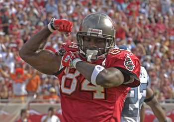 Tampa Bay Buccaneers wide receiver Joey Galloway shows some muscle after a touchdown pass against the Seattle Seahawks at Raymond James Stadium in Tampa, Florida, December 31, 2006. (Photo by Al Messerschmidt/Getty Images)