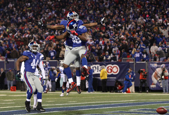 EAST RUTHERFORD, NJ - DECEMBER 06:  (L-R) Ahmad Bradshaw #44, Mario Manningham #82 and Hakeem Nicks #88 of the New York Giants celebrate after Nicks scored a 21-yard touchdown reception in the second quarter against the Dallas Cowboys at Giants Stadium on