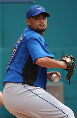 MIAMI GARDENS, FL - JULY 24:  Johan Santana #57 of the New York Mets pitches in the bullpen during a throwing session before a game against the Florida Marlins at Sun Life Stadium on July 24, 2011 in Miami Gardens, Florida.  (Photo by Sarah Glenn/Getty Im