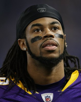 MINNEAPOLIS - JANUARY 03:  Sidney Rice #18 of the Minnesota Vikings looks on from the sideline in the fourth quarter against the New York Giants on January 3, 2010 at Hubert H. Humphrey Metrodome in Minneapolis, Minnesota. The Vikings defeated the Giants