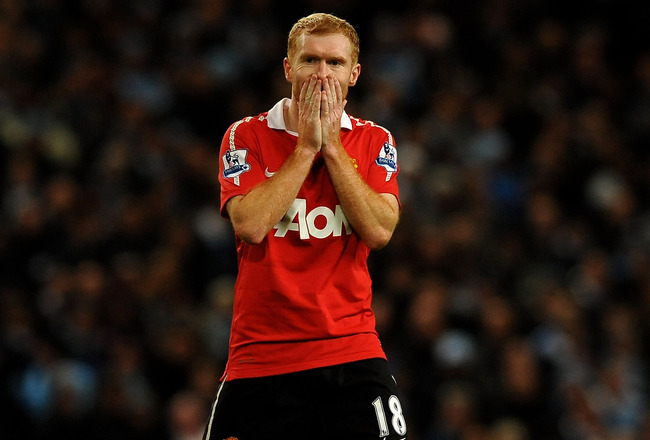 MANCHESTER, ENGLAND - NOVEMBER 10:  Paul Scholes of Manchester United reacts to a missed chance during the Barclays Premier League match between Manchester City and Manchester United at the City of Manchester Stadium on November 10, 2010 in Manchester, En