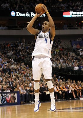 DALLAS - FEBRUARY 17:  Forward Caron Butler #4 of the Dallas Mavericks during play against the Phoenix Suns on February 17, 2010 at American Airlines Center in Dallas, Texas.  NOTE TO USER: User expressly acknowledges and agrees that, by downloading and/o
