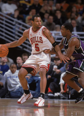 31 Dec 2001:  Guard Ron Mercer #5 of the Chicago Bulls posts up guard Michael Redd #22 of the Milwaukee Bucks during the NBA game at the United Center in Chicago, Illinois.  The Bulls defeated the Bucks 90-83.Mandatory Credit:  Jonathan Daniel/Getty Image