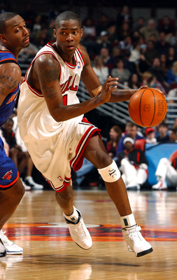 CHICAGO - MARCH 20:  Guard Jamal Crawford #1 of the Chicago Bulls drives the ball past guard Anfernee Hardaway #1 of the New York Knicks during a game on March 20, 2004 at the United Center in Chicago, Illinois. The Bulls defeated the Knicks 87-81. NOTE T