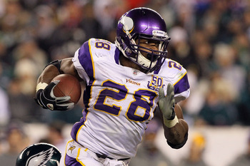 PHILADELPHIA, PA - DECEMBER 28: Adrian Peterson #28 of the Minnesota Vikings runs against the Philadelphia Eagles at Lincoln Financial Field on December 28, 2010 in Philadelphia, Pennsylvania. (Photo by Jim McIsaac/Getty Images)