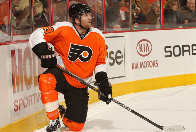 PHILADELPHIA, PA - DECEMBER 01: Scott Hartnell #19 of the Philadelphia Flyers reacts after missing a penalty shot against the Boston Bruins at the Wells Fargo Center on December 1, 2010 in Philadelphia, Pennsylvania.  (Photo by Nick Laham/Getty Images)