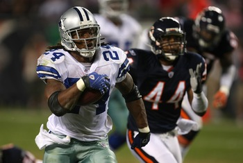 CHICAGO - SEPTEMBER 23:  Marion Barber #24 of the Dallas Cowboys runs for 54-yards in the fourth quarter againstKevin Payne #44 of the Chicago Bears at Soldier Field on September 23, 2007 in Chicago, Illinois.  (Photo by Jonathan Daniel/Getty Images)