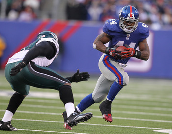 EAST RUTHERFORD, NJ - DECEMBER 19:  Ahmad Bradshaw #44 of the New York Giants runs against the Philadelphia Eagles during their game on December 19, 2010 at The New Meadowlands Stadium in East Rutherford, New Jersey.  (Photo by Al Bello/Getty Images)