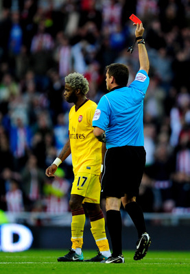 SUNDERLAND, ENGLAND - SEPTEMBER 18:  Alexandre Song of Arsenal is sent off by Referee Phil Dowd during the Barclays Premier League match between Sunderland and Arsenal at the Stadium of Light on September 18, 2010 in Sunderland, England. (Photo by Jamie M