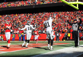KANSAS CITY, MO - JANUARY 02:  Chaz Schilens #81 of the Oakland Raiders catches a touchdown pass during the game against the Kansas City Chiefs on January 2, 2011 at Arrowhead Stadium in Kansas City, Missouri.  (Photo by Jamie Squire/Getty Images)