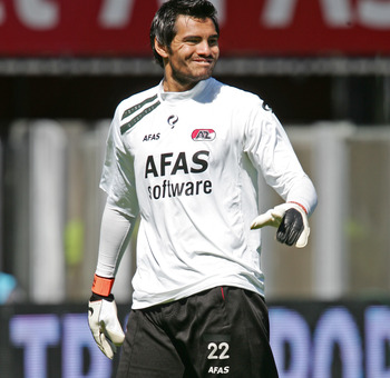 ALKMAAR, NETHERLANDS - MAY 1:  Sergio Romero of AZ Alkmaar in action during the Eredivisie match between AZ Alkmaar and De Graafschap at AZ Stadion on May 1, 2011 in Alkmaar, Netherlands. AZ Alkmaar won 5 - 1. (Photo by Anoek De Groot/EuroFootball/Getty I