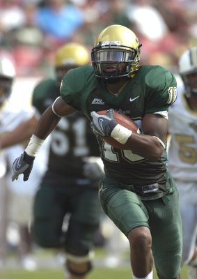 TAMPA, FL - OCTOBER 13: Wide receiver Amarri Jackson #18 of the University of South Florida Bulls grabs a pass against the University of Central Florida Knights at Raymond James Stadium on October 13, 2007 in Tampa, Florida. The Bulls won 64 - 12. (Photo
