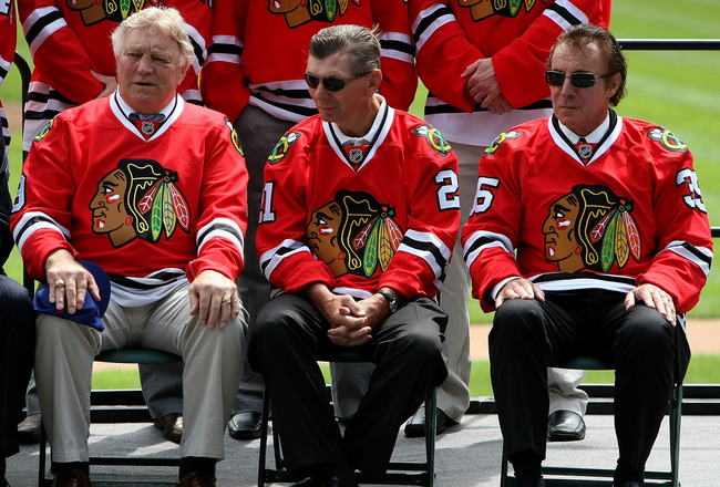 CHICAGO - JULY 22: Hockey Hall of Famer players (L-R) Bobby Hull, Stan Mikita and Tony Esposito participate at the NHL Winter Classic 2009 press conference on July  22, 2008 at Wrigley Field in Chicago, Illinois. (Photo by Jonathan Daniel/Getty Images for