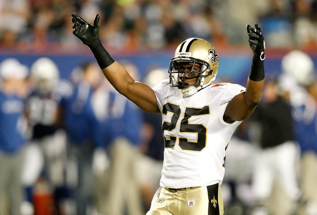 MIAMI GARDENS, FL - FEBRUARY 07:  Reggie Bush #25 of the New Orleans Saints reacts to a play against the Indianapolis Colts during Super Bowl XLIV on February 7, 2010 at Sun Life Stadium in Miami Gardens, Florida.  (Photo by Chris Graythen/Getty Images)