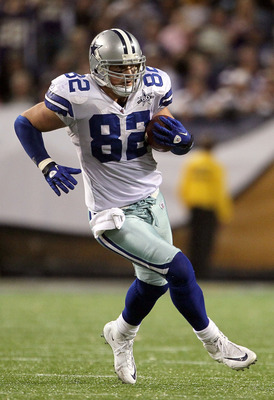 MINNEAPOLIS - OCTOBER 17:  Tight end Jason Witten #82 of the Dallas Cowboys plays against the Minnesota Vikings during the game at Mall of America Field on October 17, 2010 in Minneapolis, Minnesota. The Vikings defeated the Cowboys 24-21.  (Photo by Jeff