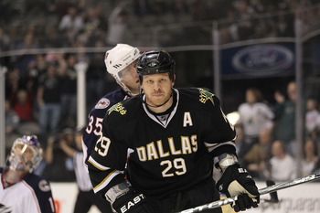 DALLAS, TX - FEBRUARY 13:  Left wing Steve Ott #29 of the Dallas Stars at American Airlines Center on February 13, 2011 in Dallas, Texas.  (Photo by Ronald Martinez/Getty Images)