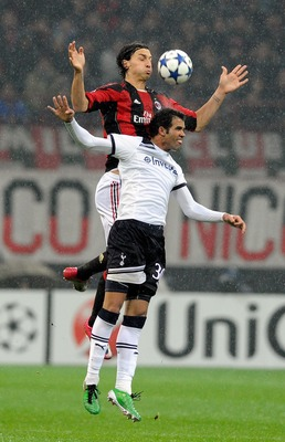 MILAN, ITALY - FEBRUARY 15:  Zlatan Ibrahimovic of AC Milan and Sandro (R) of Tottenham Hotspur compete for the ball in the air during the UEFA Champions League round of 16 first leg match between AC Milan and Tottenham Hotspur at Stadio Giuseppe Meazza o