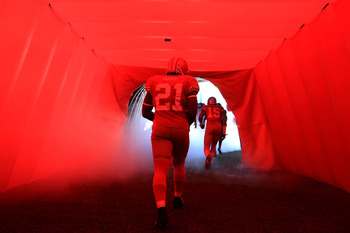 SAN FRANCISCO - NOVEMBER 14:  Frank Groe #21 of the San Francisco 49ers enters the field for their game against the St. Louis Rams at Candlestick Park on November 14, 2010 in San Francisco, California.  (Photo by Ezra Shaw/Getty Images)