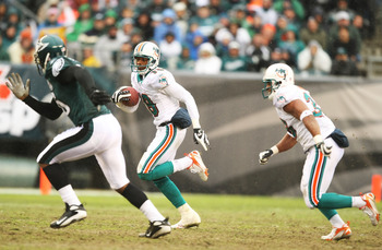 PHILADELPHIA - NOVEMBER 18:  Ted Ginn Jr. #19 of the Miami Dolphins returns a punt for an 87 yard touchdown against the Philadelphia Eagles on November 18, 2007 at Lincoln Financial Field in Philadelphia, Pennsylvania.  (Photo by Al Bello/Getty Images)