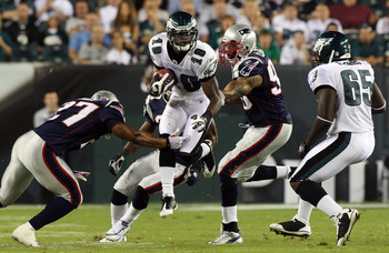 PHILADELPHIA - AUGUST 13:  Jeremy Maclin #18 of the Philadelphia Eagles runs the ball against the New England Patriots on August 13, 2009 at Lincoln Financial Field in Philadelphia, Pennsylvania.  (Photo by Jim McIsaac/Getty Images)