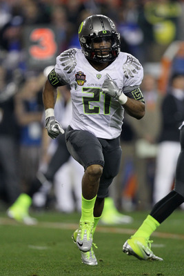 GLENDALE, AZ - JANUARY 10:  LaMichael James #21 of the Oregon Ducks runs down field against the Auburn Tigers during the Tostitos BCS National Championship Game at University of Phoenix Stadium on January 10, 2011 in Glendale, Arizona.  (Photo by Ronald M