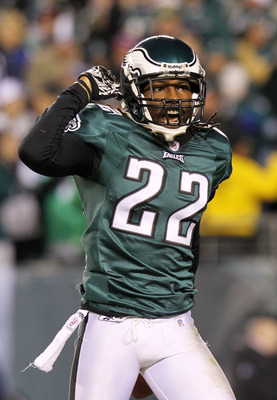 PHILADELPHIA, PA - NOVEMBER 21:  Asante Samuel #22 of the Philadelphia Eagles celebrates after an interception in the second quarter against the New York Giants at Lincoln Financial Field on November 21, 2010 in Philadelphia, Pennsylvania.  (Photo by Nick