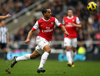 NEWCASTLE UPON TYNE, ENGLAND - FEBRUARY 05:  Theo Walcott of Arsenal in action during the Barclays Premier League match between Newcastle United and Arsenal at St James' Park on February 5, 2011 in Newcastle upon Tyne, England.  (Photo by Richard Heathcot