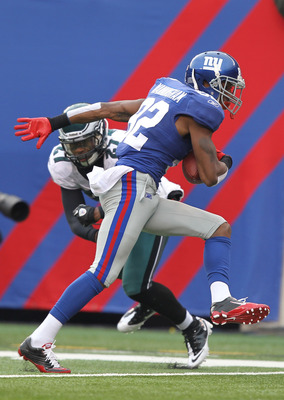 EAST RUTHERFORD, NJ - DECEMBER 19:  Mario Manningham #82 of the New York Giants scores a touchdown in the first quarter as Quintin Mikell #27 of the Philadelphia Eagles defends during their game on December 19, 2010 at The New Meadowlands Stadium in East