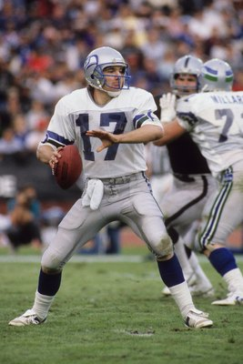 LOS ANGELES, CA - DECEMBER 15:  Quarterback Dave Krieg #17 of the Seattle Seahawks drops back to pass during the game against the Los Angeles Raiders at Los Angeles Memorial Coliseum on December 15, 1985 in Los Angeles, California.  The Raiders won 13-3.