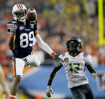 GLENDALE, AZ - JANUARY 10:  Darvin Adams #89 of the Auburn Tigers is unable to make a catch in the first half against Cliff Harris #13 of the Oregon Ducks during the Tostitos BCS National Championship Game at University of Phoenix Stadium on January 10, 2