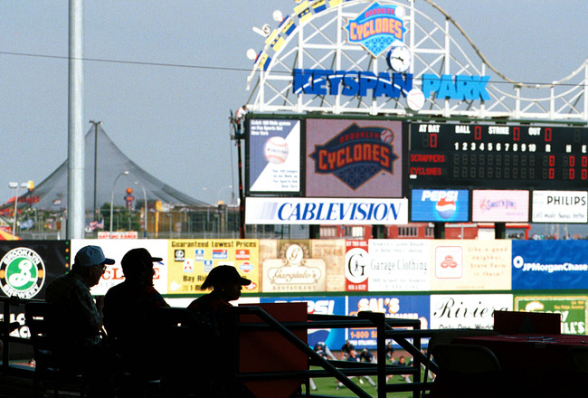 391095 03: Fans wait for the beginning of Brooklyn Cyclones'' season opener against the Mahoning Valley Snappers June 25, 2001 in Brooklyn, New York. The Cyclones are the class A short-season New York-Penn league affiliate of the New York Mets and are the