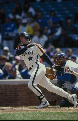 1992:  Jeff Bagwell #5 of the Houston Astros makes a hit during a 1992 season game. (Photo by: Getty Images)