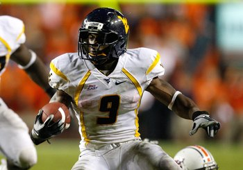 AUBURN, AL - SEPTEMBER 19:  Jock Sanders #9 of the West Virginia Mountaineers against the Auburn Tigers at Jordan-Hare Stadium on September 19, 2009 in Auburn, Alabama.  (Photo by Kevin C. Cox/Getty Images)