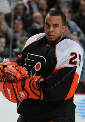 PHILADELPHIA - JANUARY 28:  Ray Emery #29 of The Philadelphia Flyerslooks on against the Atlanta Thrashers during their game on January 28, 2010 at The Wachovia Center in Philadelphia, Pennsylvania.  (Photo by Al Bello/Getty Images)