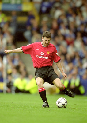 16 Sep 2000:  Denis Irwin of Manchester United in action during the FA Carling Premiership match against Everton at Goodison Park in Liverpool, England.  Manchester United won the match 3-1. \ Mandatory Credit: Mark Thompson /Allsport