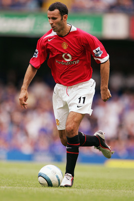 LONDON - AUGUST 15:  Ryan Giggs of Manchester United in action during the Barclays Premiership match between Chelsea and Manchester United at Stamford Bridge on August 15, 2004 in London. (Photo by Phil Cole/Getty Images)
