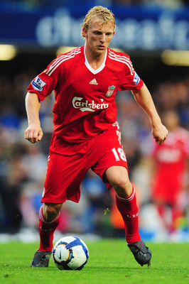 LONDON - OCTOBER 04:  Dirk Kuyt of Liverpool in action during the Barclays Premier League match between Chelsea and Liverpool at Stamford Bridge on October 4, 2009 in London, England.  (Photo by Mike Hewitt/Getty Images)