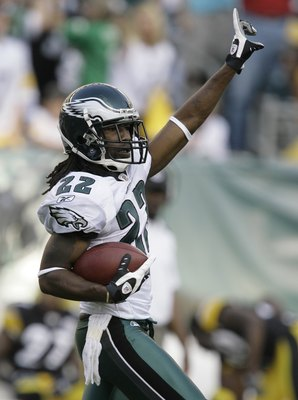 PHILADELPHIA - SEPTEMBER 21: Assante Samuel #22  of the Philadelphia Eagles celebrates making an interception against the Pittsburgh Steelers during the first half on September 21, 2008 at Lincoln Financial Field in Philadelphia, Pennsylvania. (Photo by C