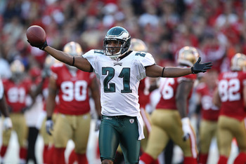 SAN FRANCISCO - OCTOBER 10:  Joselio Hanson #21 of the Philadelphia Eagles celebrates after recovering a fumble against the San Francisco 49ers during an NFL game at Candlestick Park on October 10, 2010 in San Francisco, California.  (Photo by Jed Jacobso