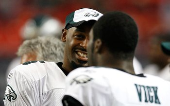 ATLANTA - DECEMBER 06:  Quarterback Donovan McNabb #5 and Michael Vick #7 of the Philadelphia Eagles against the Atlanta Falcons at Georgia Dome on December 6, 2009 in Atlanta, Georgia.  (Photo by Kevin C. Cox/Getty Images)