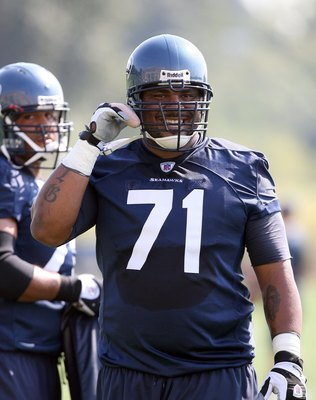 RENTON, WA - JULY 31:  Tackle Walter Jones #71 looks on during training camp at the Seahawks training facility on July 31, 2009 in Renton, Washington. (Photo by Otto Greule Jr/Getty Images)