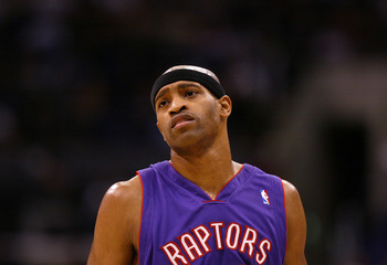 LOS ANGELES, CA - NOVEMBER 16:  Vince Carter #15 of the Toronto Raptors looks on during the game against the Los Angeles Clippers at Staples Center on November 16, 2004 in Los Angeles, California.  NOTE TO USER: User expressly acknowledges and agrees that