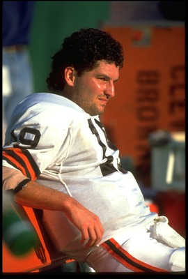 30 SEP 1992:  CLEVELAND BROWNS QUARTERBACK BERNIE KOSAR SITS ON THE SIDELINES DURING THE BROWNS 34-0 LOSS TO THE KANSAS CITY CHIEFS AT ARROWHEAD STADIUM IN KANSAS CITY, MISSOURI.  MANDATORY CREDIT:  JONATHAN DANIEL/ALLSPORT