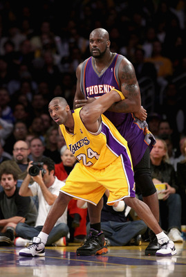 LOS ANGELES, CA - FEBRUARY 26:  Kobe Bryant #24 of the Los Angeles Lakers guards Shaquille O'Neal #32 of the Phoenix Suns during the NBA game at Staples Center February 26, 2009 in Los Angeles, California.  NOTE TO USER: User expressly acknowledges and ag