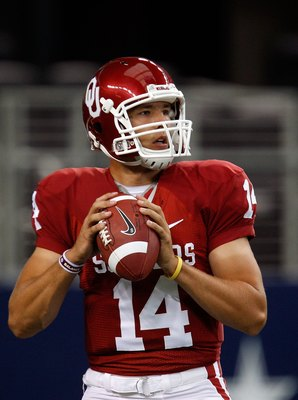 ARLINGTON, TX - SEPTEMBER 05:  Quarterback Sam Bradford #14 of the Oklahoma Sooners warms up before a game against the Brigham Young Cougars at Cowboys Stadium on September 5, 2009 in Arlington, Texas.  (Photo by Ronald Martinez/Getty Images)