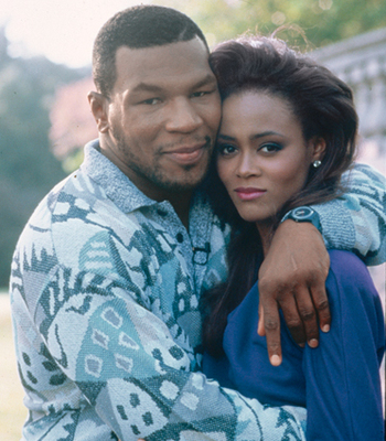 Robin-givens-and-mike-tyson-hugging_full_display_image