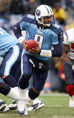 NASHVILLE, TN - DECEMBER 11:  Steve McNair #9 of the Tennessee Titans drops to the backfield during their game against the Houston Texans on December 11, 2005 at the Coliseum in Nashville, Tennessee. The Titans defeated the Texans 13-10.  (Photo by Scott