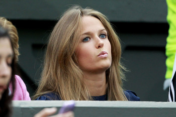 LONDON, ENGLAND - JUNE 24:  Kim Sears attends the third round match between Andy Murray of Great Britain and Ivan Ljubicic of Croatia on Day Five of the Wimbledon Lawn Tennis Championships at the All England Lawn Tennis and Croquet Club on June 24, 2011 i