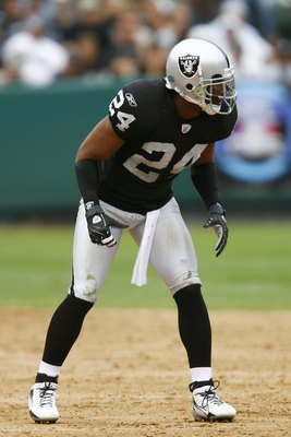 OAKLAND, CA - SEPTEMBER 23:  Safety Michael Huff #24 of the Oakland Raiders in pass coverage against the Cleveland Browns during a 26-24 win at McAfee Coliseum on September 23, 2007 in Oakland, California.  (Photo by Kevin Terrell/Getty Images)